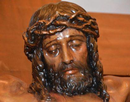 El crucificado de Francisco Palma García ya se encuentra de nuevo expuesto al culto